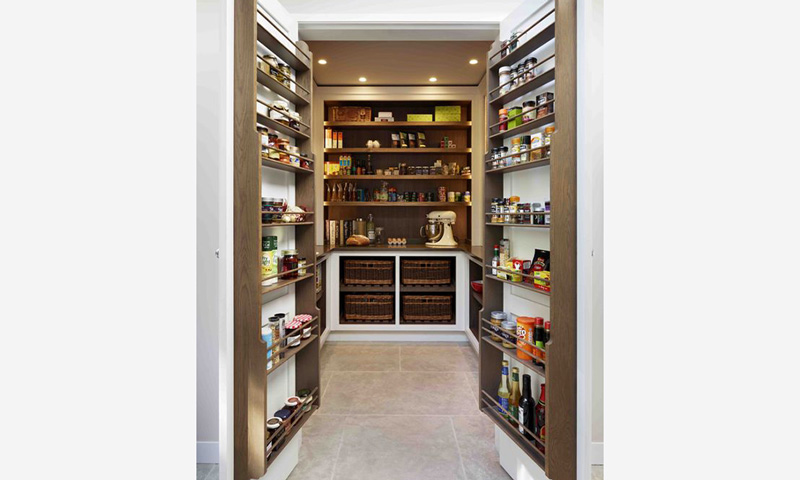 Inspirasi Walk-In Pantry Ala Seleb Hollywood, Rapih & Teratur!