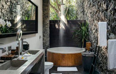 1 1 1 Keseimbangan antara privasi dan daya tarik alam yang tak tertandingi dalam sebuah Outdoor Bathroom. Lihat inspirasi disini.