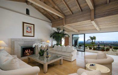 1 3 1 Sebuah short getaway untuk relaksasi dan hiburan selama di rumah. Dapatkan ide untuk kolam renang yang indah dan mewah di artikel ini.